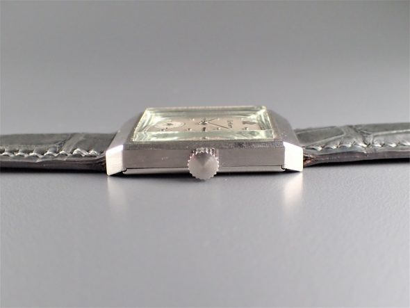 ref.493 Platinum retailed by Cartier