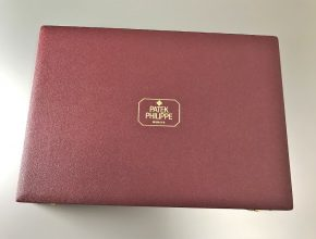Red carry case for sales person ¥180,000.-